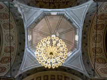阿雅克修大教堂天花板和灯  库存图片