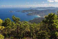 阿雅克修海岸线可西嘉岛法国海岛地中海最近的parata sanguinaire海运塔 免版税库存图片