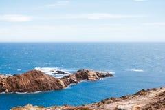 阿雅克修海岸线可西嘉岛法国海岛地中海最近的parata sanguinaire海运塔 免版税库存照片