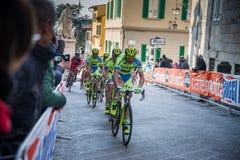 阿雷佐,意大利- 2015年3月13日:专业骑自行车者 库存照片