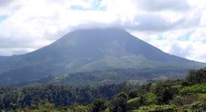 阿雷纳尔在哥斯达黎加中美洲volcan激活的密林火山 库存图片