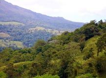 阿雷纳尔在哥斯达黎加中美洲volcan激活的密林火山 库存照片