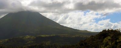 阿雷纳尔在哥斯达黎加中美洲volcan激活的密林火山 免版税库存照片