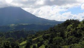 阿雷纳尔在哥斯达黎加中美洲volcan激活的密林火山 免版税图库摄影