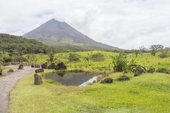 阿雷纳尔火山视图在哥斯达黎加 免版税库存照片