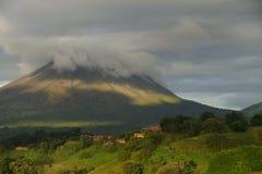 阿雷纳尔火山,哥斯达黎加看法  免版税库存照片