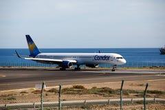 阿雷西费,西班牙- 2016年12月2日:波音神鹰757-300在Lanz的 免版税库存照片