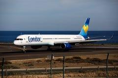 阿雷西费,西班牙- 2016年12月2日:波音神鹰757-300在Lanz的 库存图片