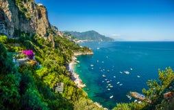 阿马尔菲海岸全景,褶皱藻属,意大利 免版税库存照片