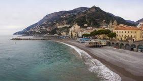 阿马飞海岸在冬天,意大利全景  库存照片