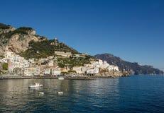 阿马飞美好的海岸视图在南意大利 免版税库存图片