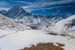 阿马Dablam和Kanthega峰顶美丽的景色,与Periche vi 免版税库存照片