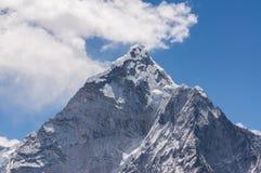 阿马Dablam峰顶视图,珠穆琅玛地区 免版税库存图片
