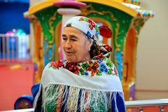 阿什伽巴特,土库曼斯坦- 5月25 亚裔纵向妇女 免版税库存图片