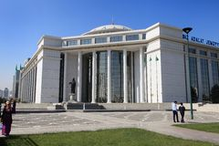 阿什伽巴特,土库曼斯坦- 2014年10月15日:现代建筑学o 图库摄影