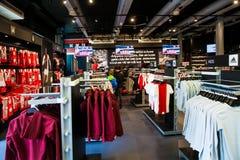 阿贾克斯fotball俱乐部在阿姆斯特丹竞技场,荷兰的商店内部 免版税库存图片