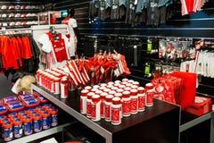 阿贾克斯fotball俱乐部在阿姆斯特丹竞技场,荷兰的商店内部 库存图片