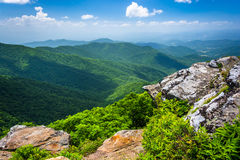 阿巴拉契亚山脉的看法从崎岖的石峰的,在附近 免版税库存照片