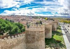 阿维拉,卡斯蒂利亚y利昂,西班牙古老墙壁的美丽的景色  免版税图库摄影