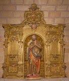 阿维拉,西班牙, 2016年4月- 19日:圣皮特圣徒・彼得被雕刻的多彩巴洛克式的法坛教会大教堂的de钦琼特佩克火山 库存图片