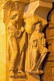 阿维拉,西班牙, 2016年:在大教堂de钦琼特佩克火山南部罗马式门户的左部分的通告sulptuere  免版税库存照片