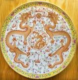 阿维拉,西班牙, 2016年:有两条龙的中国板材从Qinig朝代的期间 免版税库存照片