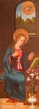 阿维拉,西班牙:圣母玛丽亚-一部分的通告-在木头的绘画作为三张相联的左门在Catedral de克里斯多萨尔瓦多 库存图片