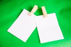 附加的背景说明纸张针红色白色 免版税库存图片