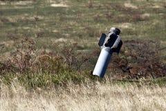 黏附在干草原的无用多管火箭炮飓风 免版税库存图片