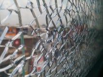 附带笼子pic的断裂镜子 免版税库存照片