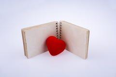 附近心脏笔记本 图库摄影