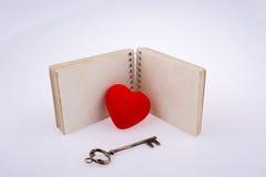 附近心脏笔记本 库存图片