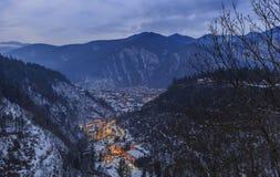 从附近的山的高度的博尔若米在冬天 免版税库存图片
