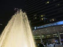 洲际的旅馆在有它的喷泉的香港在前面 免版税图库摄影