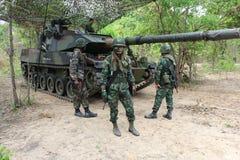 陆军坦克生火 免版税图库摄影