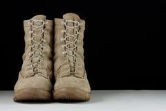 陆军战斗时穿的长统靴-直接 免版税库存照片