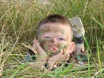 陆军男孩camoflauged 免版税库存图片