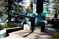 陆军背景查出的坦克白色 免版税库存照片