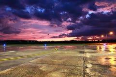 登陆在机场 免版税图库摄影