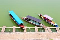 登陆在竹码头的三条自动小船 图库摄影