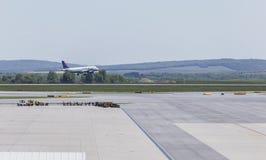 登陆在维也纳机场 库存照片