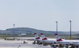 登陆在维也纳机场 免版税库存照片