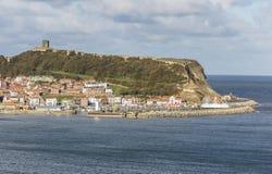 陆岬和城堡在斯卡巴勒 库存照片