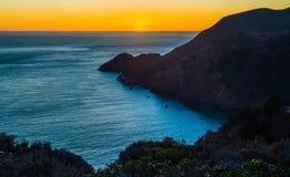 陆岬:在太平洋,旧金山,加利福尼亚的日落 免版税库存照片