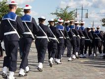 陆战队军事游行,在有帽子的一件制服 图库摄影
