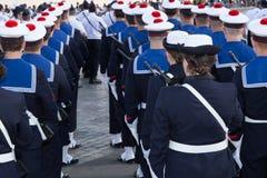 陆战队军事游行,在有帽子的一件制服 免版税库存图片