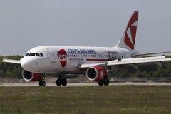 登陆的捷克航空公司空中客车A319-112航空器 免版税库存照片