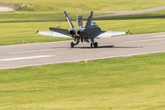 登陆的芬兰F/A-18大黄蜂 免版税库存图片