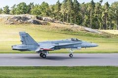 登陆的芬兰F/A-18大黄蜂 免版税库存照片
