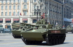 登陆BMD-4M的战斗的机器,在胜利游行的排练 库存照片